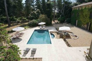 Luxury heated holiday pool at Domaine Saint Hilaire